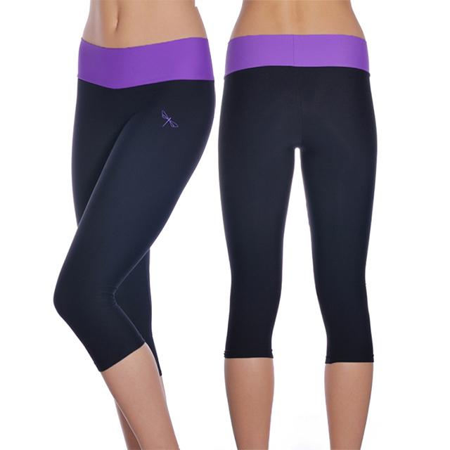 Krátké sportovní a běžecké legíny NAOMI - černá   fialová dad7230f81