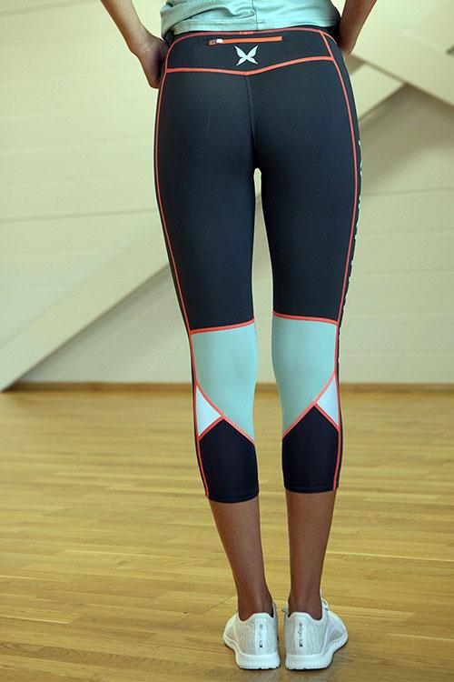 5041fdbcdd5 Krátké sportovní a běžecké legíny LOUISE - šedá   oranžová